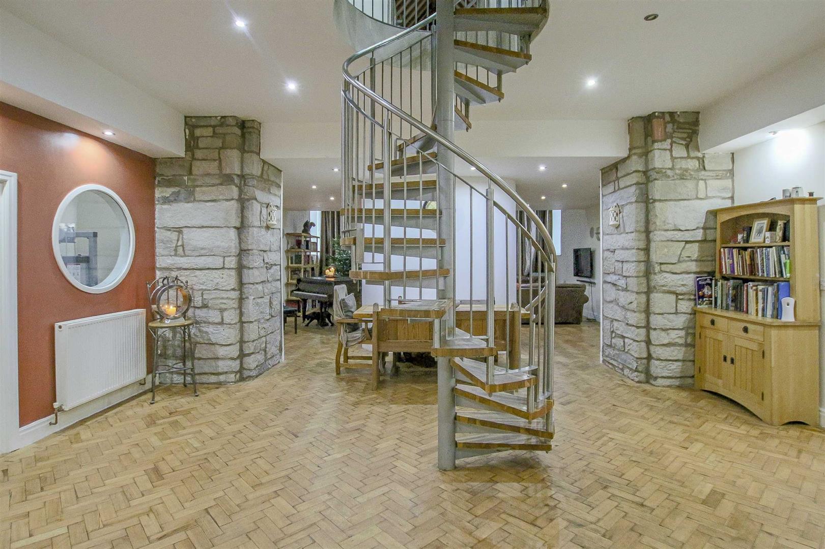 5 Bedroom Detached House For Sale - Image 43
